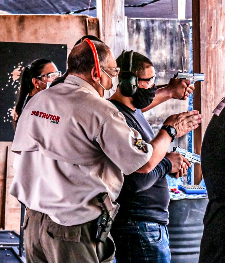 Curso para formação Propoint Centro de Treinamento e Formação Instrutor de Tiro e Armeiro